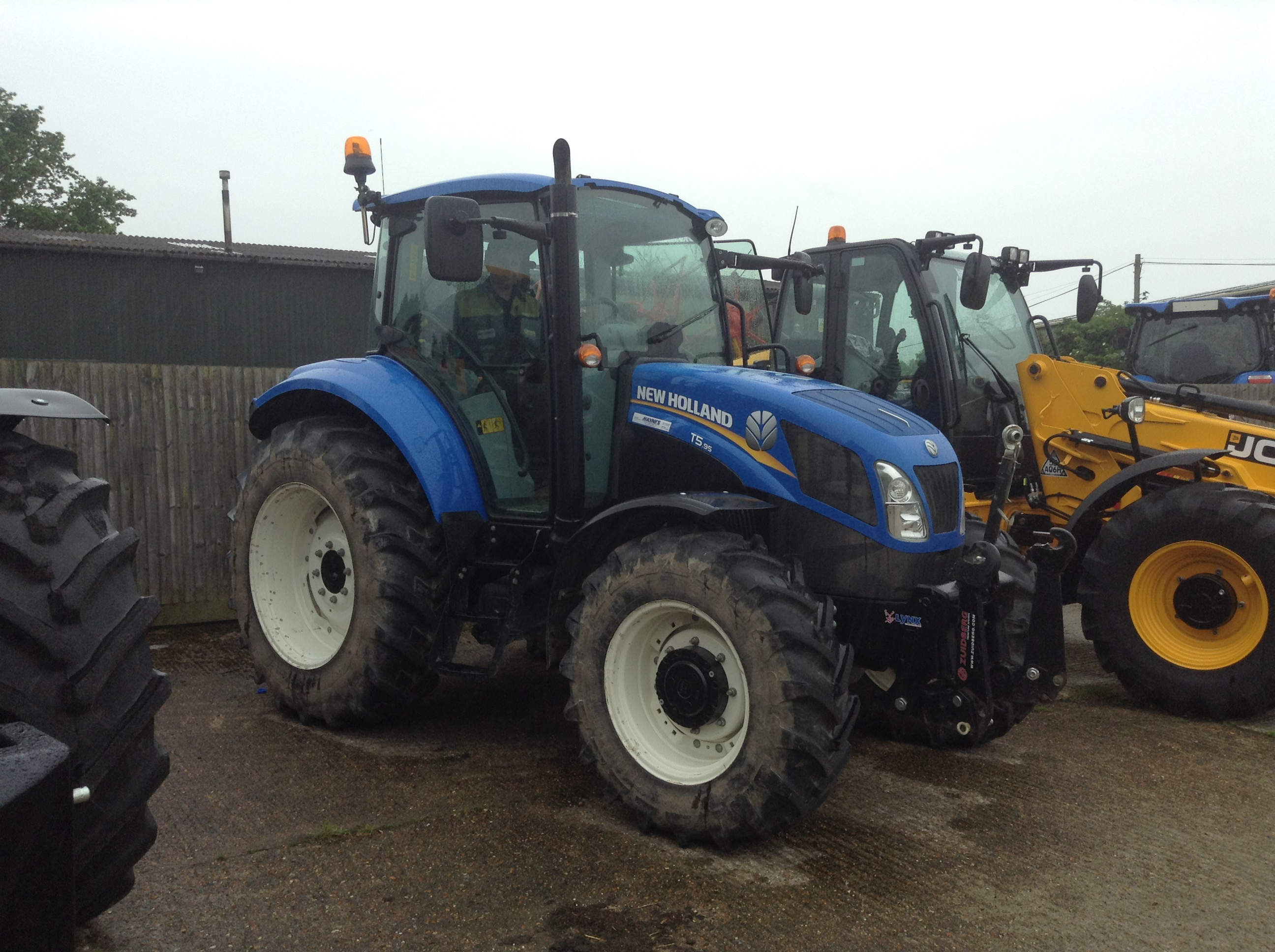 New Holland Tractors Used : Machine stock listing