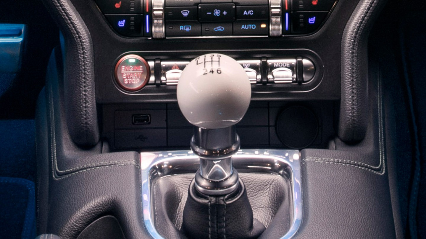 ford-mustang-bullitt-gear-shift.jpeg