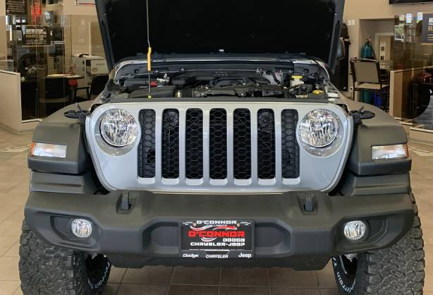 2020_Jeep_Gladiator_Rubicon_Under_Hood.jpg