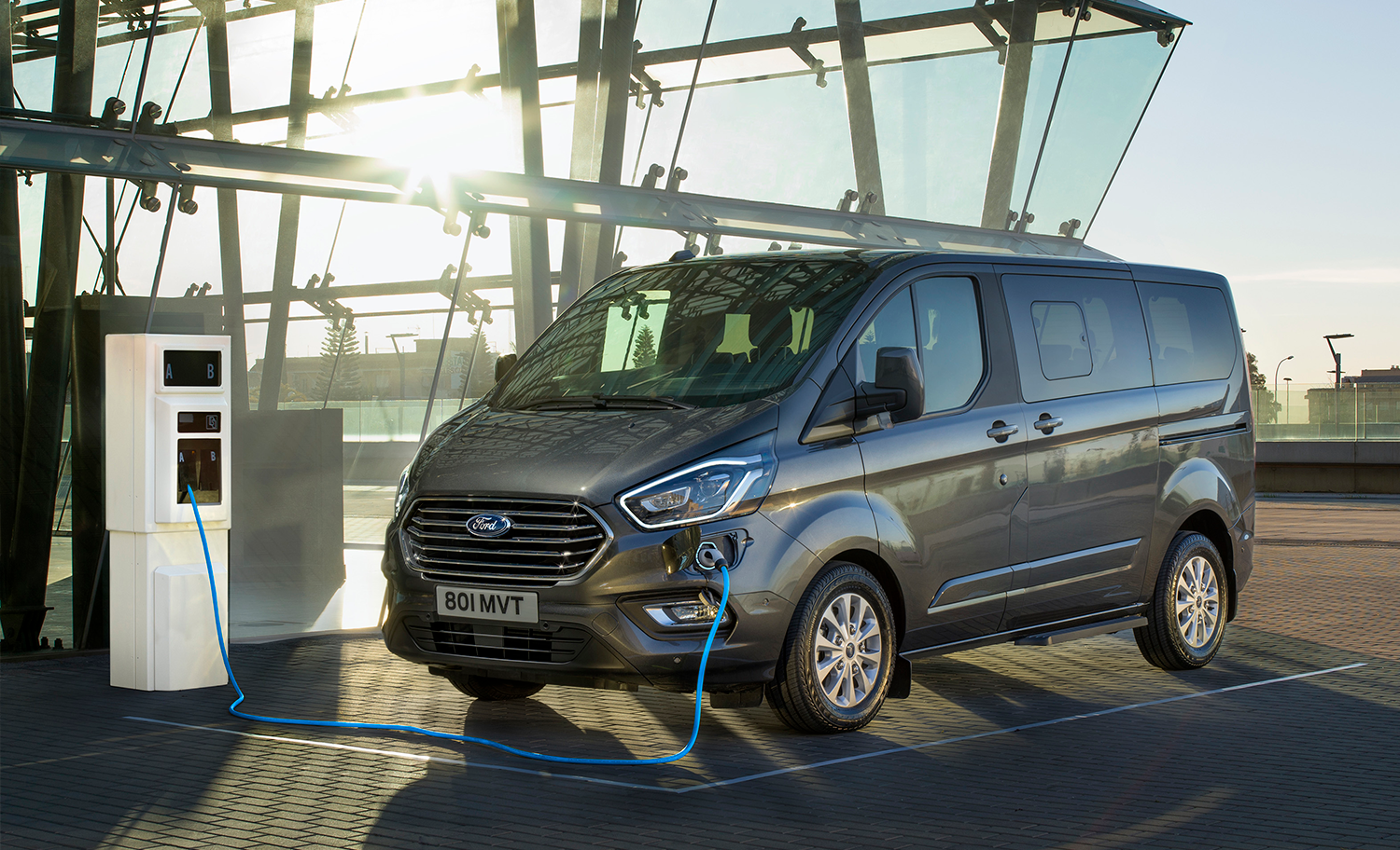 2019_FORD_TOURNEO_CUSTOM_PHEV__02.png