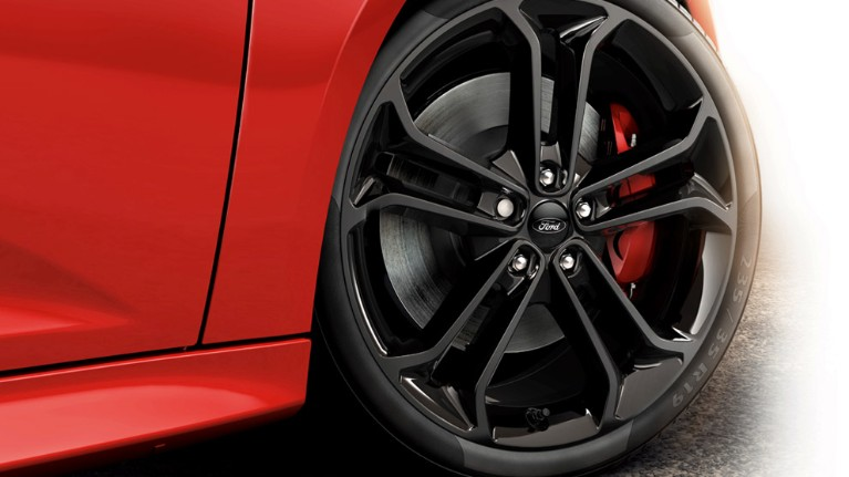 ford-focus_st-eu-3_FOC_35606_R_40314-16x9-991x557-focus-st-alloy-wheel.jpg.renditions.small.jpeg