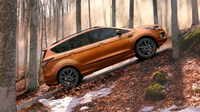 ford-kuga-eu-3_C520_M_L_37934_NO_VIG-16x9-991x557-orange-kuga-standing-in-the-hill-in-autumn-forest.jpg.renditions.small.jpeg