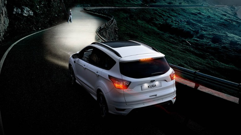 ford-kuga-eu-3_C520_M_L_37946-16x9-991x557-white-ford-kuga-casting-light-on-person-on-the-road.jpg.renditions.small.jpeg