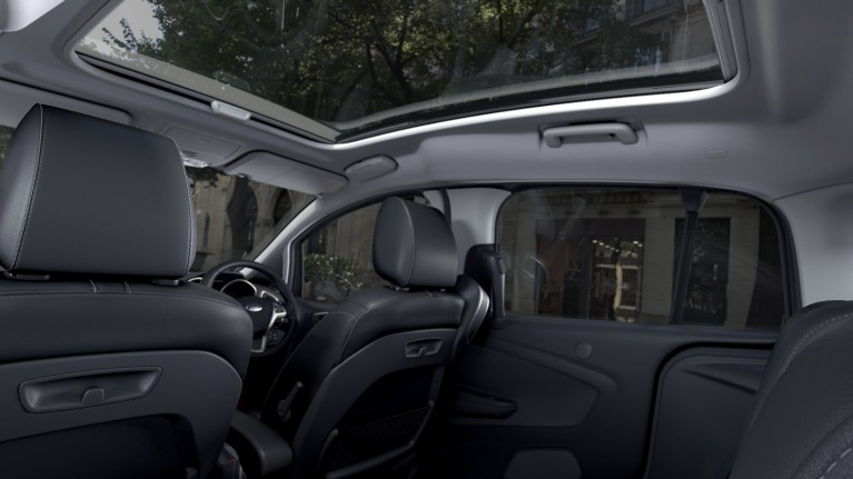 ford-technology-panoramic-roof.jpeg