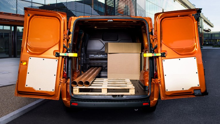 ford-new-transit-custom-exceptional-loadspace.jpeg