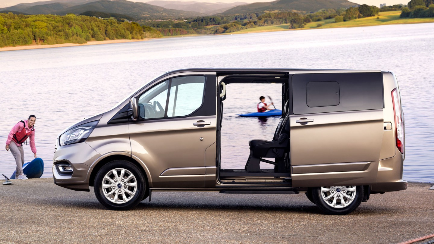 ford-new-tourneo-custom-doors.jpeg