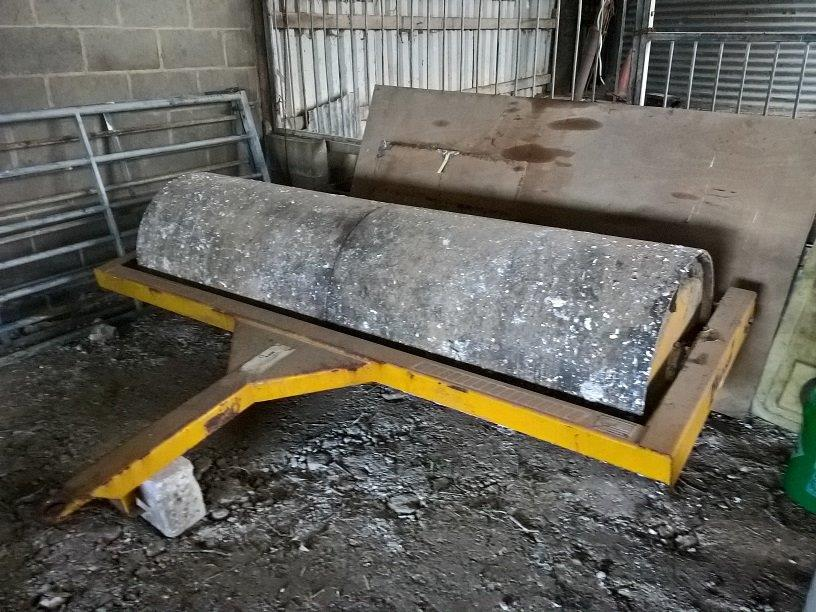 2000 USED IMPLEMENT twose 8FT BALLAST ROLLER