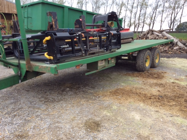 2000 USED TRAILER . 25' TRAILER