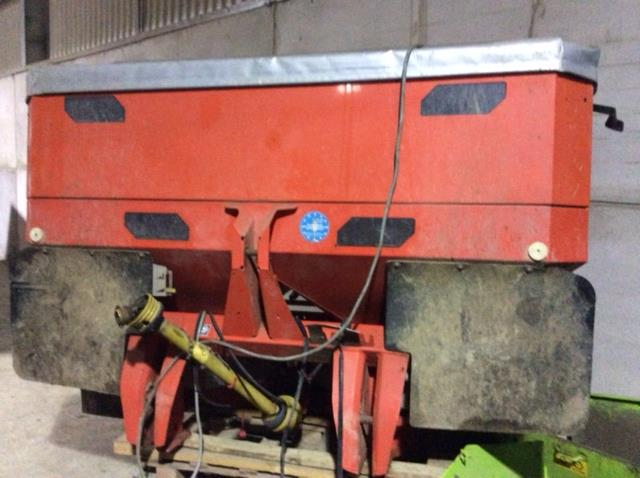 2009 USED SPREADER KUHN FERTILISER SPREADER