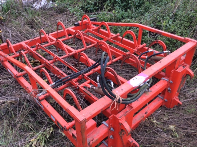 2012 USED IMPLEMENT BROWNS BALE GRAB