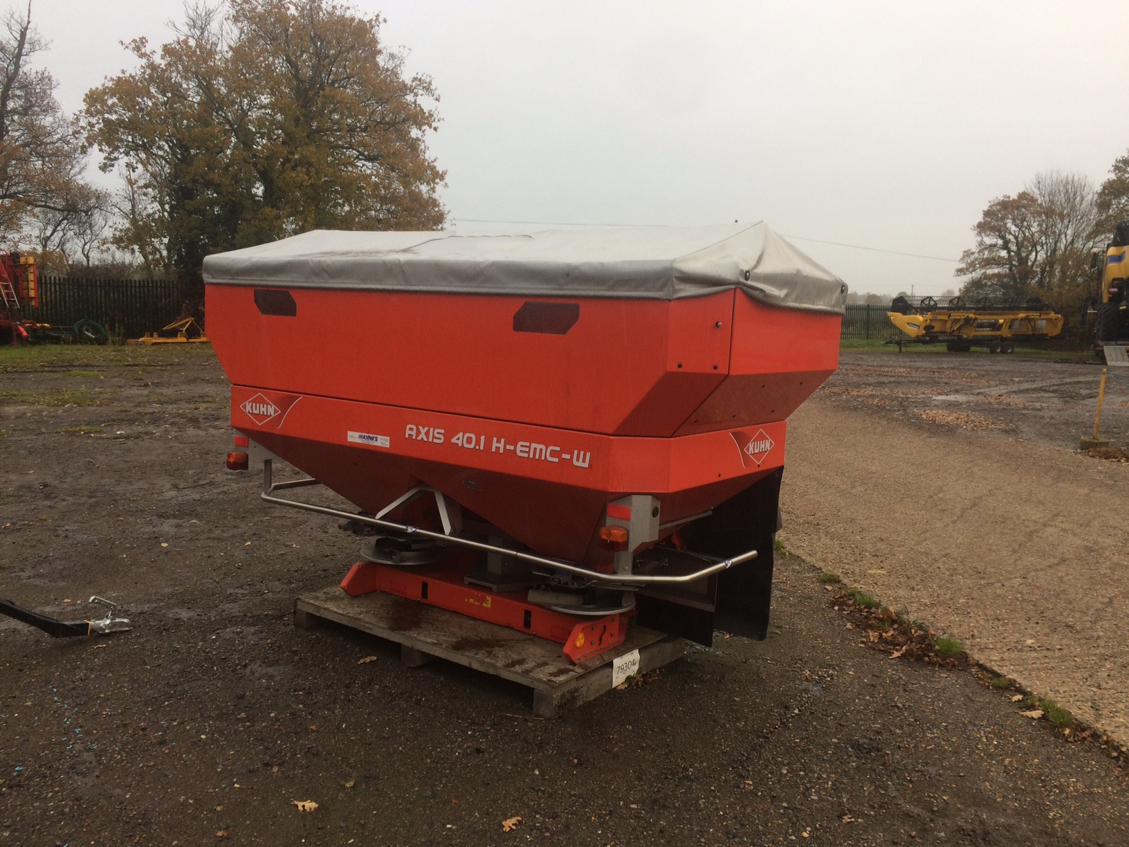 2014 USED SPREADER KUHN FERTILISER SPREADER