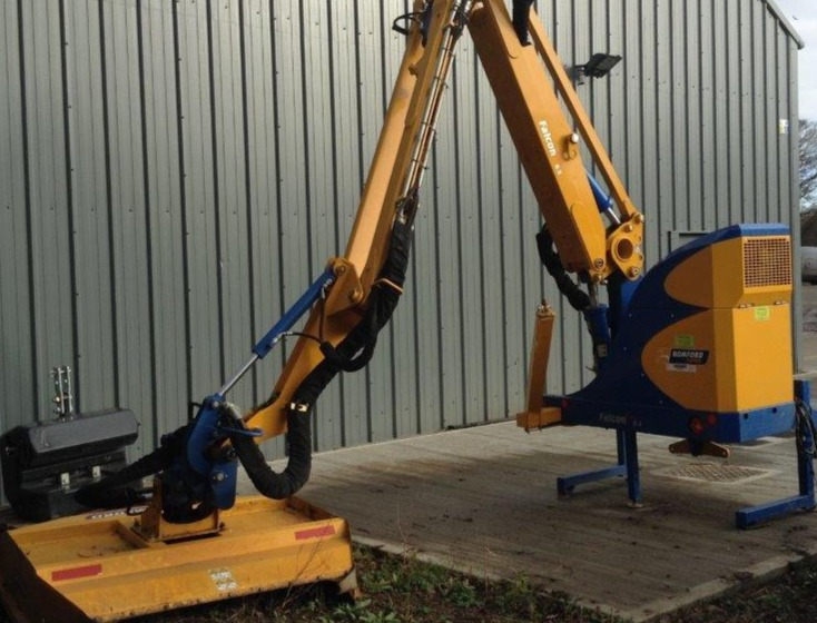 2015 USED IMPLEMENT BOMFORD TURNER HEDGECUTTER