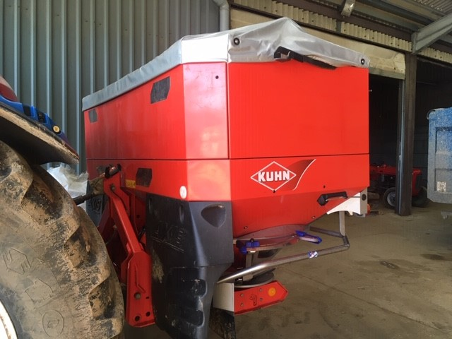 2015 USED SPREADER KUHN FERTILISER SPREADER
