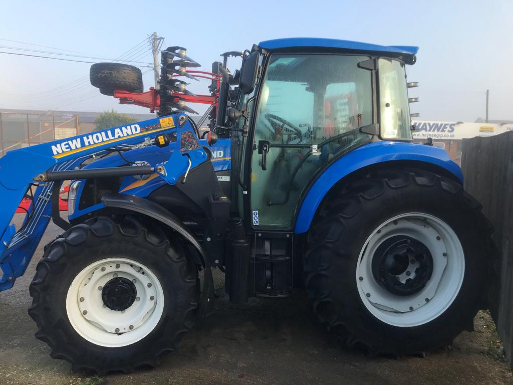 2015 USED TRACTORS NEW HOLLAND TRACTOR 4WD