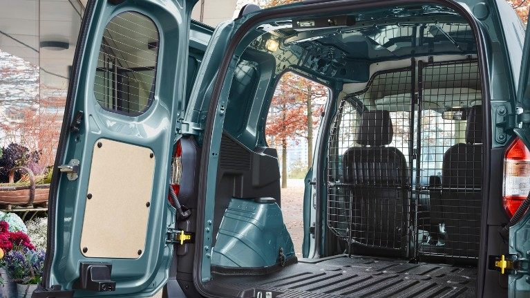 new-ford-transit-courier-load-space.jpeg