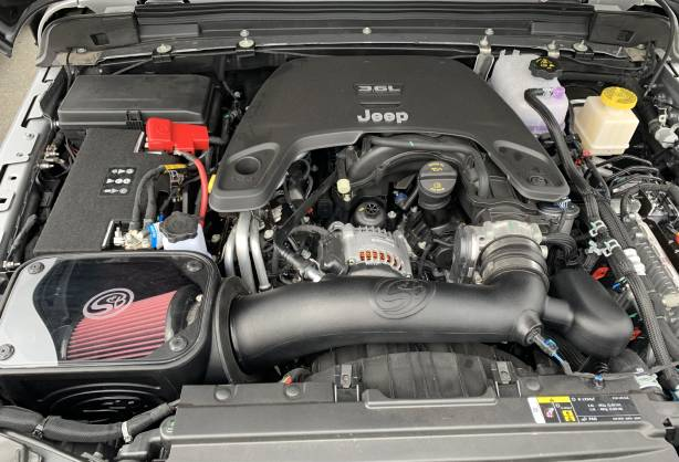 2020_Jeep_Gladiator_Sport_Air_Intake.jpg