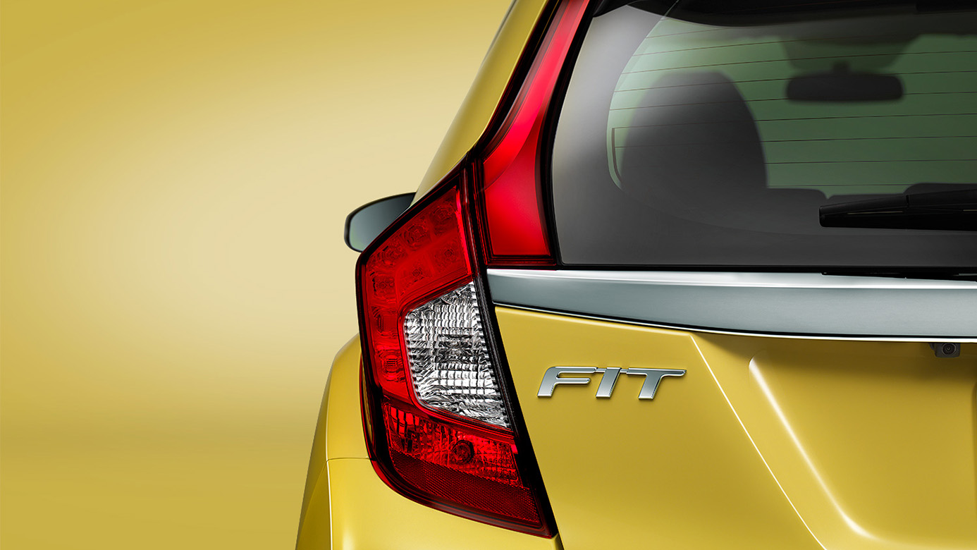 2016-honda-fit-taillight platte city