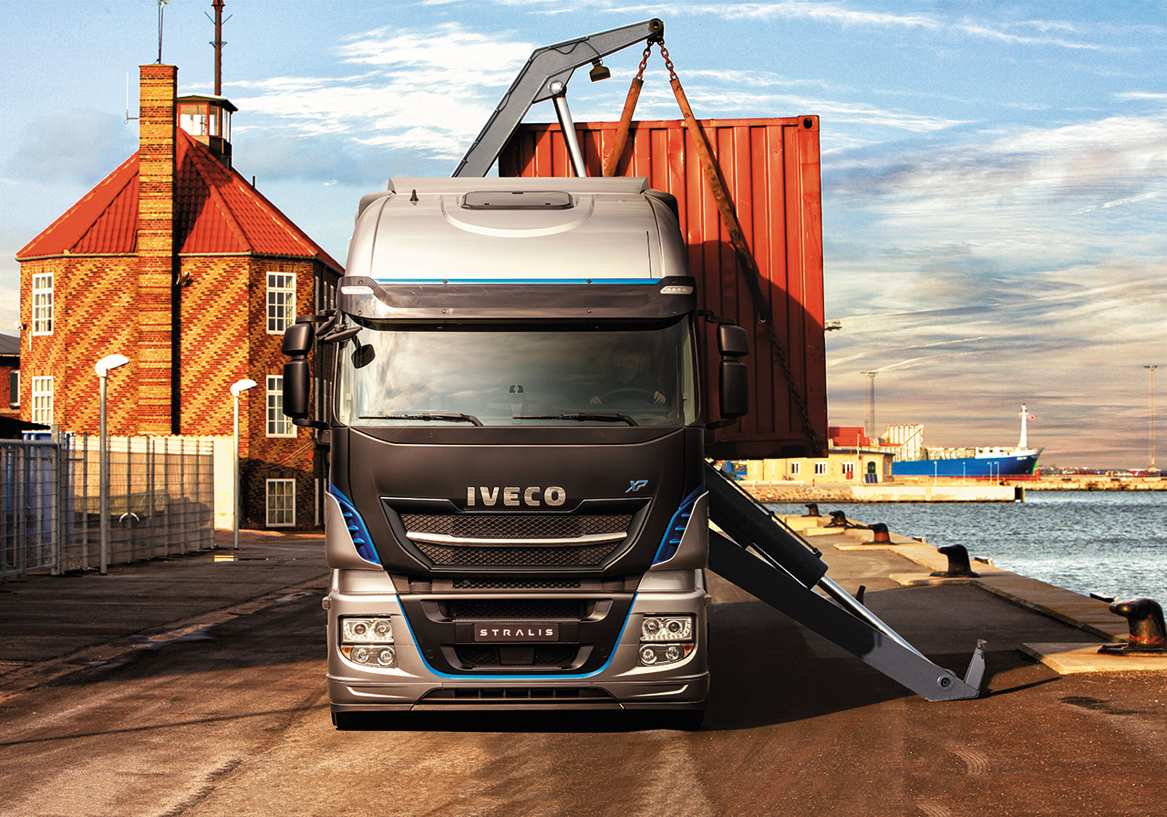 iveco-new-stralis-xp-loading_27852926405_o.jpg