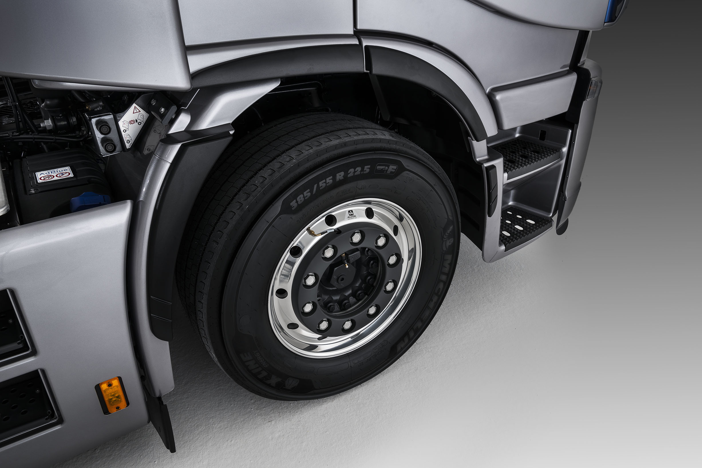 iveco-new-stralis-xp-wheels_27818428786_o.jpg