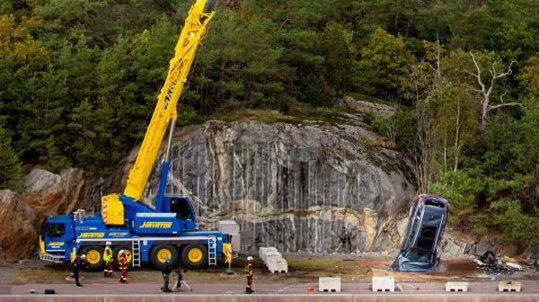 Volvo Car crane drop