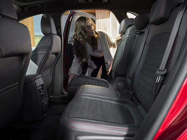 2019_FORD_KUGA_FLEXIBLE_SEAT_ROW.jpg