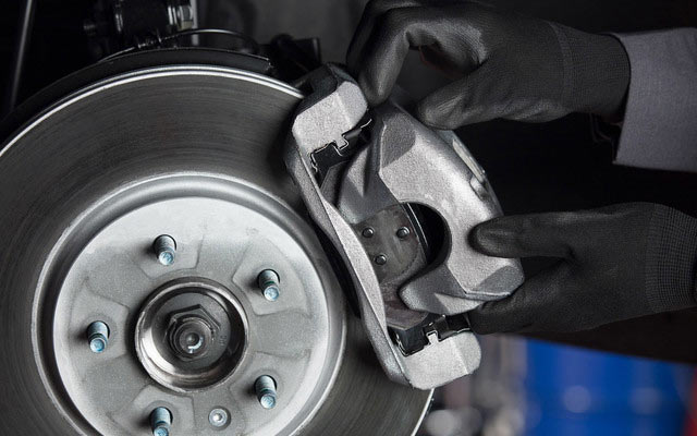 Signs Your Brakes Need Service - Toronto, ON