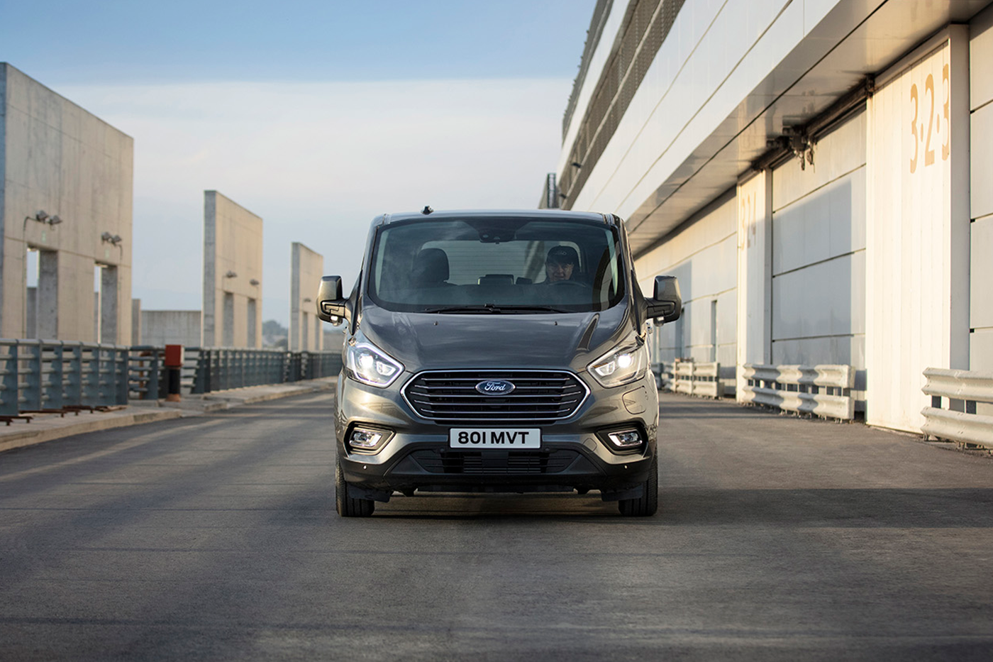 2019_FORD_TOURNEO_CUSTOM_PHEV__03-2.png