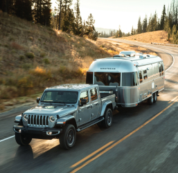 2020-Jeep-Gladiator-Towing-crop.jpg