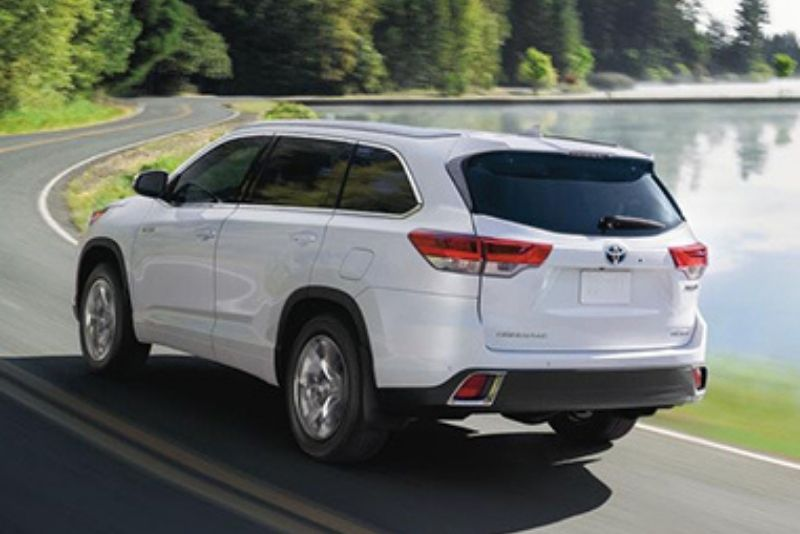 2019 Toyota Highlander Driving