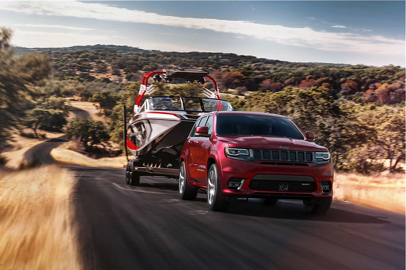 Jeep® Grand Cherokee driving on trail